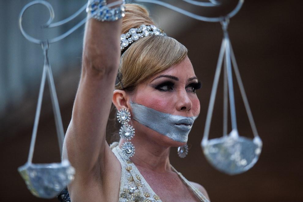 26.BRAZYLIA, Sao Paulo, 4 maja 2014: Uczestniczka Gay Pride Parade w Sao Paulo. (Foto: Victor Moriyama/Getty Images)