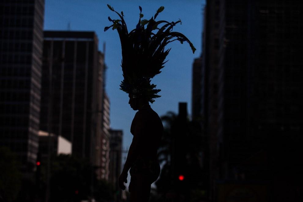 27.BRAZYLIA, Sao Paulo, 4 maja 2014: Uczestnik Gay Pride Parade w Sao Paulo. (Foto: Victor Moriyama/Getty Images)