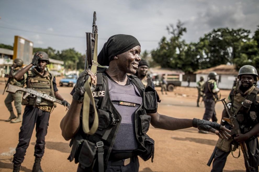 2.REPUBLIKA ŚRODKOWOAFRYKAŃSKA, Bangui, 29 maja 2014: Senegalscy żołnierze z oddziałów MISCA. AFP PHOTO/MARCO LONGARI