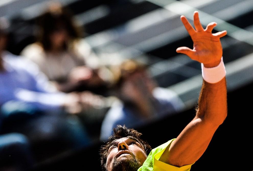 31.WŁOCHY, Rzym, 14 maja 2014: Jeremy Chardy podczas pojedynku z Rogerem Federerem. AFP PHOTO / ANDREAS SOLARO