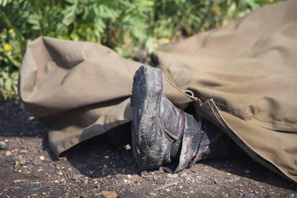 31.UKRAINA, Andrejewka, 3 maja 2014: Ciało prorosyjskiego bojownika zabitego podczas ataku na barykadę. (Foto: Scott Olson/Getty Images)