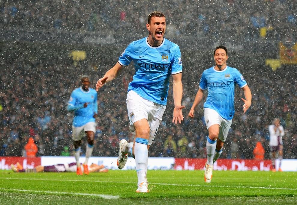 31.WIELKA BRYTANIA, Manchester, 7 maja 2014: Edin Dzeko z Manchester City cieszy się ze zdobytego gola w meczu z Aston Villa. (Foto: Michael Regan/Getty Images)