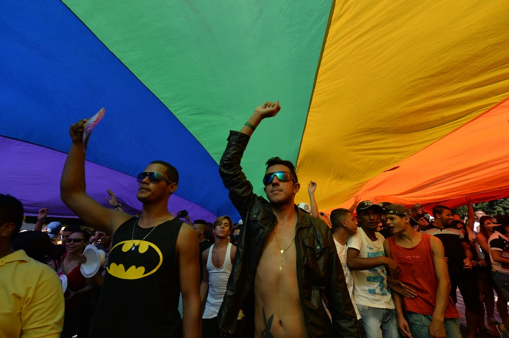 3.BRAZYLIA, Sao Paulo, 4 maja 2014: Uczestnicy Gay Pride Parade w Sao Paulo. AFP PHOTO/Nelson ALMEIDA