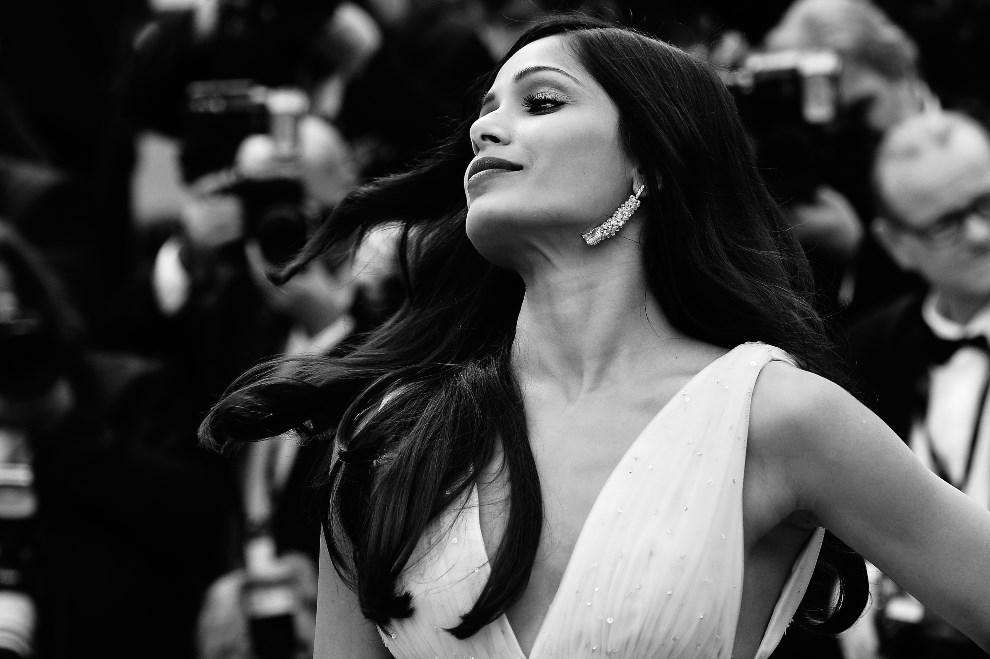 "5.FRANCJA, Cannes, 17 maja 2014: Freida Pinto podczas premiery filmu ""Saint-Laurent"". AFP PHOTO / ALBERTO PIZZOLI"