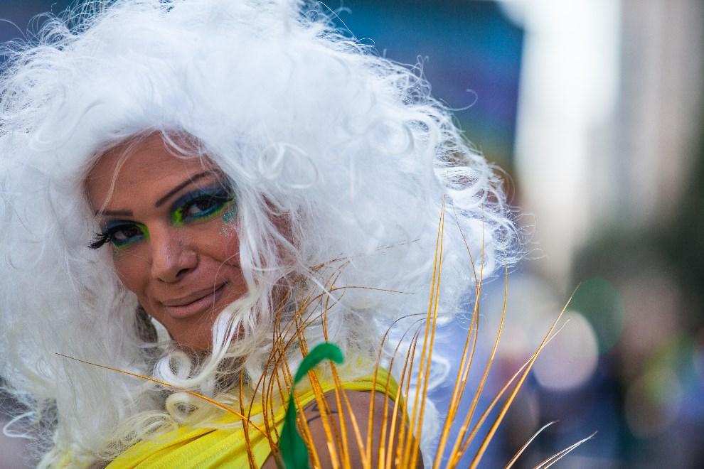 6.BRAZYLIA, Sao Paulo, 4 maja 2014: Uczestnik Gay Pride Parade w Sao Paulo. (Foto: Victor Moriyama/Getty Images)