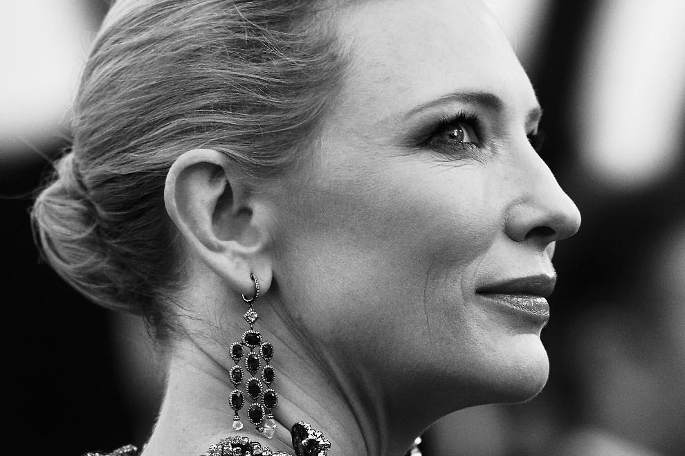 """8.FRANCJA, Cannes, 16 maja 2014: Cate Blanchett przed premierą filmu """"How to train your Dragon 2"""". AFP PHOTO / ALBERTO PIZZOLI"""