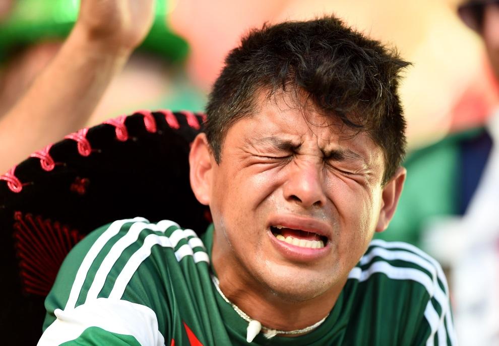10. BRAZYLIA, Fortaleza, 29 czerwca 2014: Kibic z Meksyku po przegranym meczu swojej reprezentacji. (Foto: Laurence Griffiths/Getty Images)