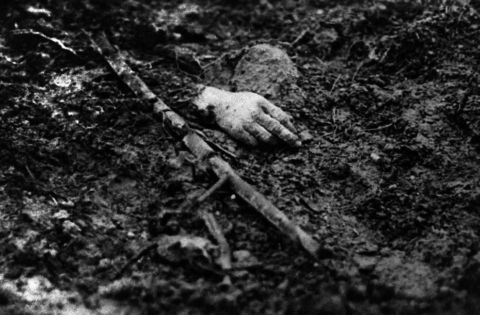 12.FRANCJA, Verdun: Oderwana dłoń żołnierza pod Verdun. AFP PHOTO