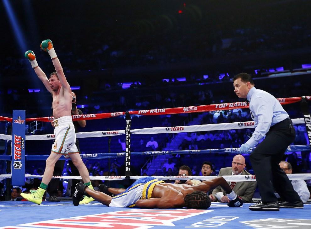 12.USA, Nowy Jork, 7 czerwca 2014: Irlandczyk Andy Lee of po znokautowaniu, w piątej rundzie, Johna Jacksona z Wysp Dziewiczych. (Foto: Rich Schultz/Getty Images)