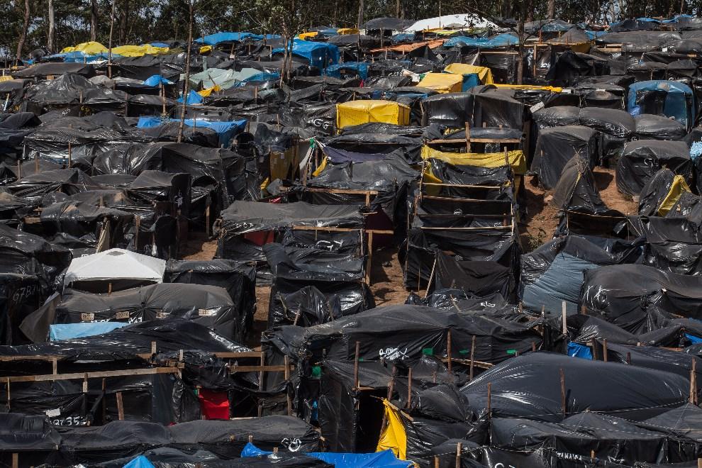 14.BRAZYLIA, Sao Paula, 22 maja 2014: Prowizoryczne miasteczko dla bezdomnych, usytułowane w pobliżu jednego ze stadionów, gdzie rozgrywane będą mecze Mistrzostw   Świata. (Foto: Victor Moriyama/Getty Images)