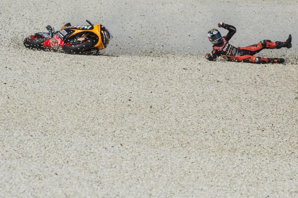 15.AUSTRALIA, Philip Island, 19 października 2013:  Colin Edwards (#5) wypada z toru podczas kwalifikacji do MotoGP. (Foto: Mirco Lazzari gp/Getty Images)