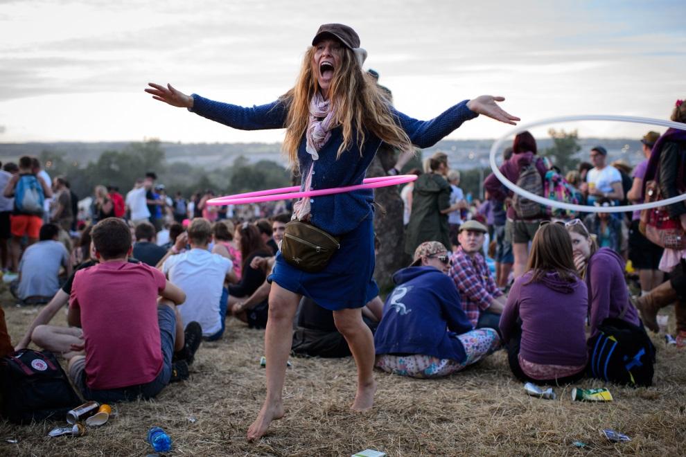 18.WIELKA BRYTANIA, Pilton, 25 czerwca 2014: Uczestnicy festiwalu w Glastonbury. AFP PHOTO / LEON NEAL