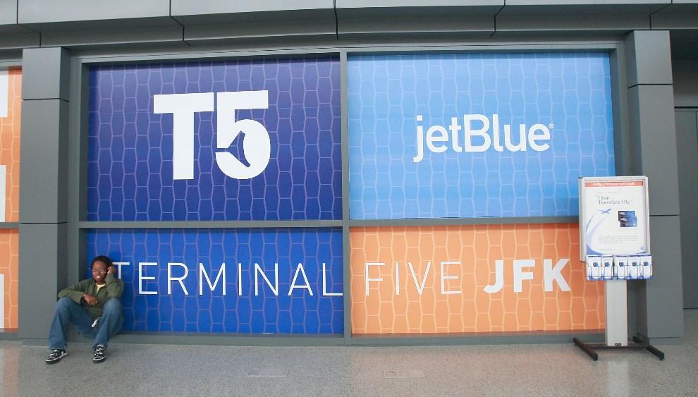 21.USA, Nowy Jork, 22 października 2008: Wejście do 5 terminalu lotniska JFK. (Foto: Mario Tama/Getty Images)