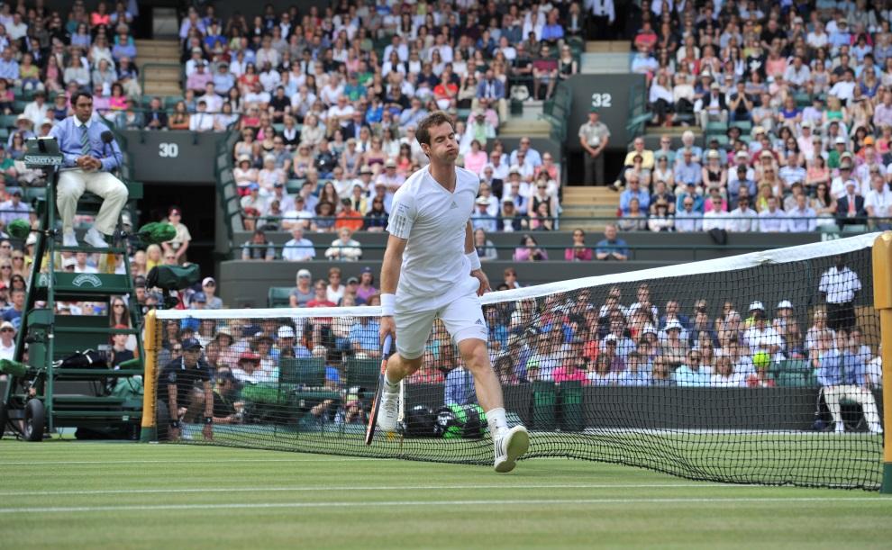 23.WIELKA BRYTANIA, Wimbledon, 25 czerwca 2014: Andy Murray w pojedynku z Blazem Rola. AFP PHOTO / GLYN KIRK