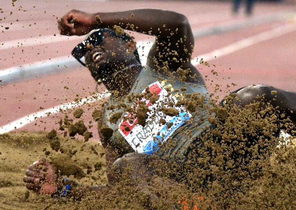 24.WŁOCHY, Rzym, 5 czerwca 2014:  Omar Craddock podczas występu na zawodach Diamentowej Ligi. TOPSHOTS/AFP PHOTO / TIZIANA FABI