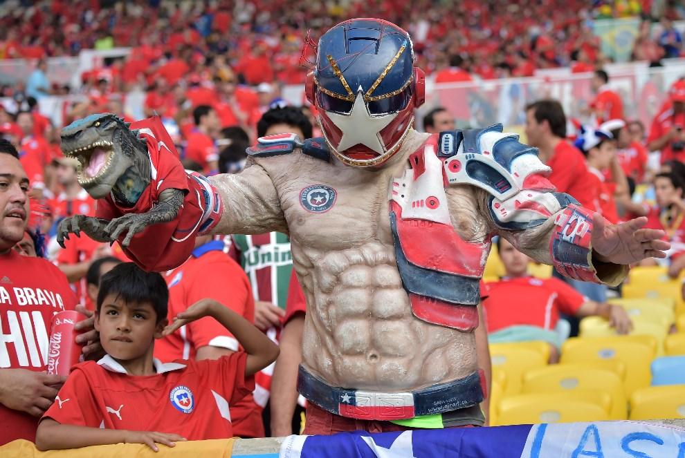 25.BRAZYLIA, Rio de Janeiro, 18 czerwca 2014: Kibice z Chile podczas meczu  Hiszpania – Chile. AFP PHOTO / GABRIEL BOUYS