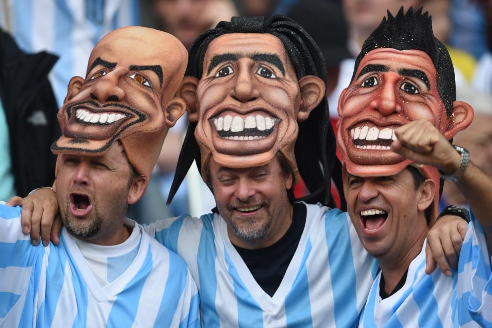 25. BRAZYLIA, Pôrto Alegre, 25 czerwca 2014: Argentyńscy kibice przed meczem Argentyna – Nigeria. AFP PHOTO / PEDRO UGARTE