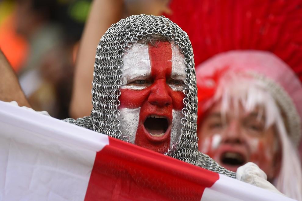 26.BRAZYLIA, Manaus, 14 czerwca 2014: Angielski kibic dopingujący swój zespół. AFP PHOTO / FABRICE COFFRINI