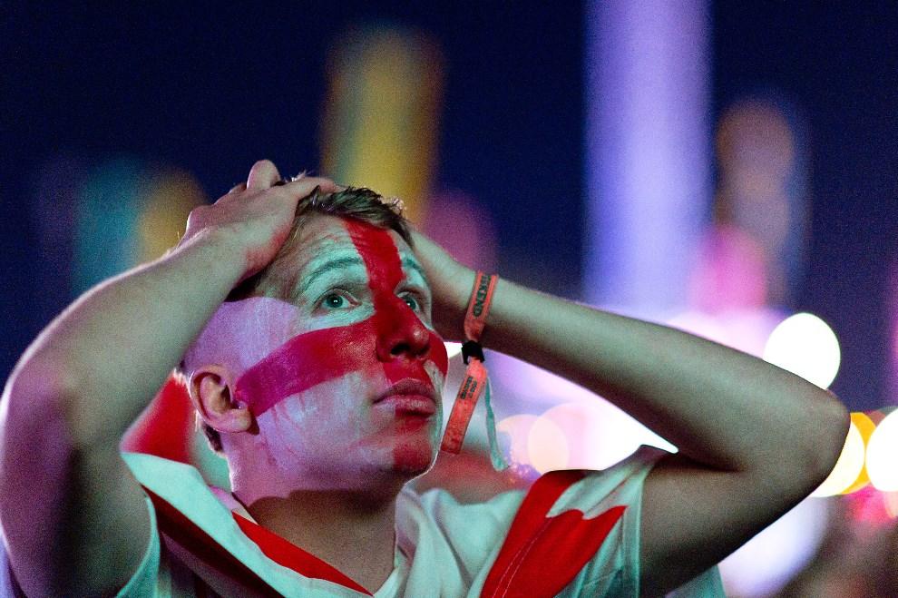 28.WIELKA BRYTANIA, Newport, 14 czerwca 2014: Angielscy kibice śledzący przebieg spotkania Anglia-Włochy. (Foto: Ben A. Pruchnie/Getty Images)