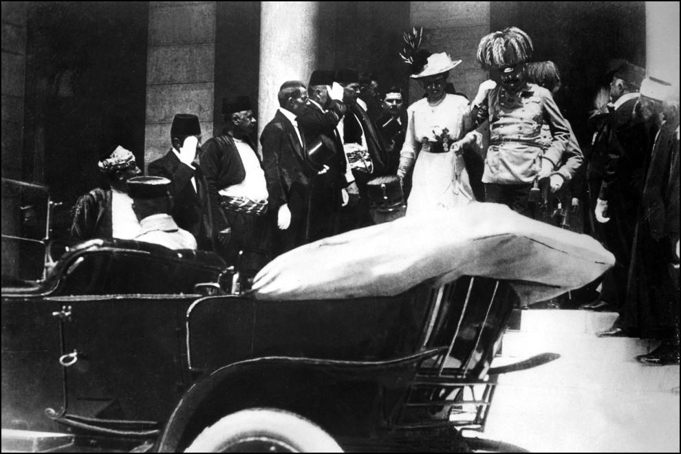 2.JUGOSŁAWIA, Sarajewo, 28 czerwca 1914: Arcyksiążę Ferdynad wraz z żoną opuszczają ratusz. AFP