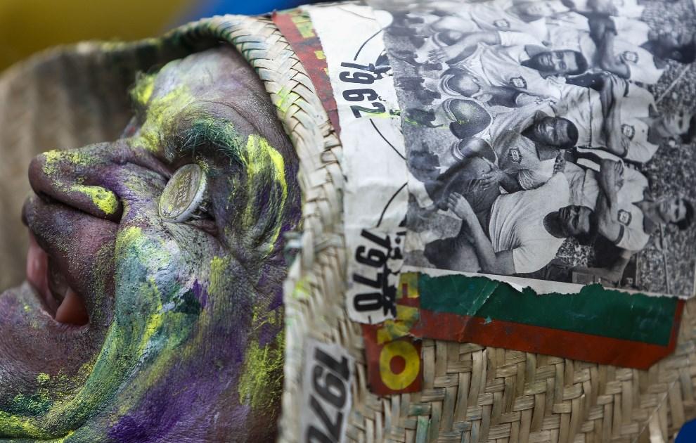 31.BRAZYLIA, Sao Paulo, 17 czerwca 2014: Brazylijski kibic przed meczem Brazylia – Meksyk. AFP PHOTO/Miguel SCHINCARIOL