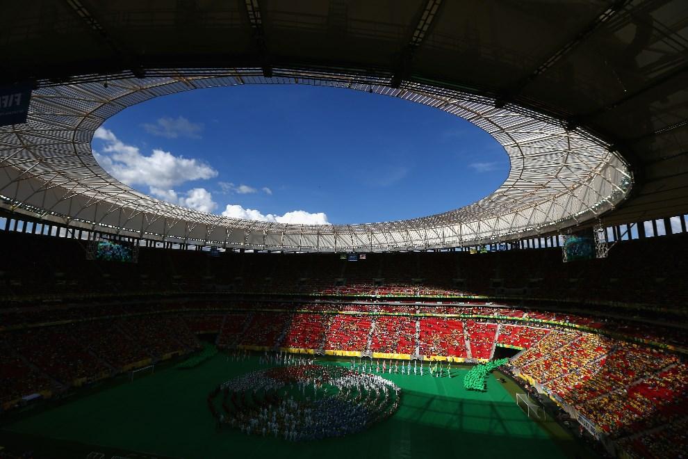 36.BRAZYLIA, Brasilia, 15 czerwca 2013: Widok na Stadion Narodowy. (Foto: Clive Mason/Getty Images)