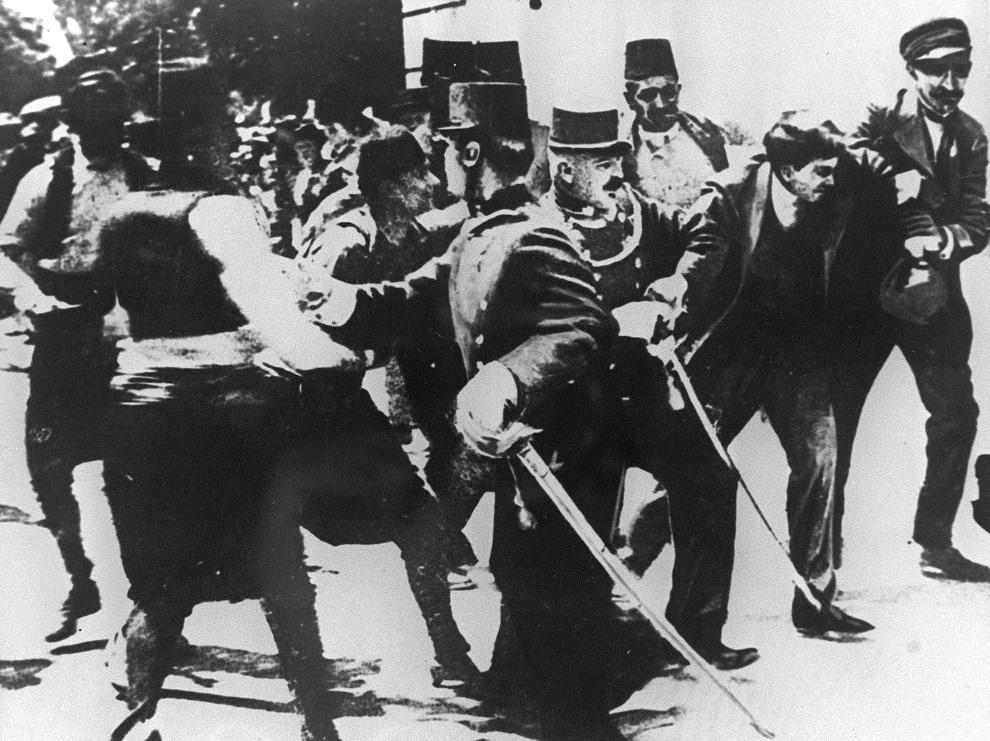 4.JUGOSŁAWIA, Sarajewo, 28 czerwca 1914: Zamachowiec, Gavrilo Princip, aresztowany w chwilę po zamachu. AFP