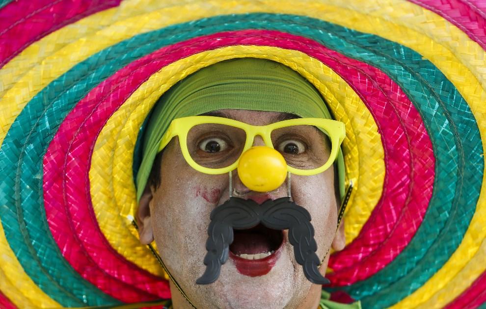4.BRAZYLIA, Sao Paulo, 17 czerwca 2014: Brazylijski kibic przed meczem z Meksykiem. AFP PHOTO/Miguel SCHINCARIOL
