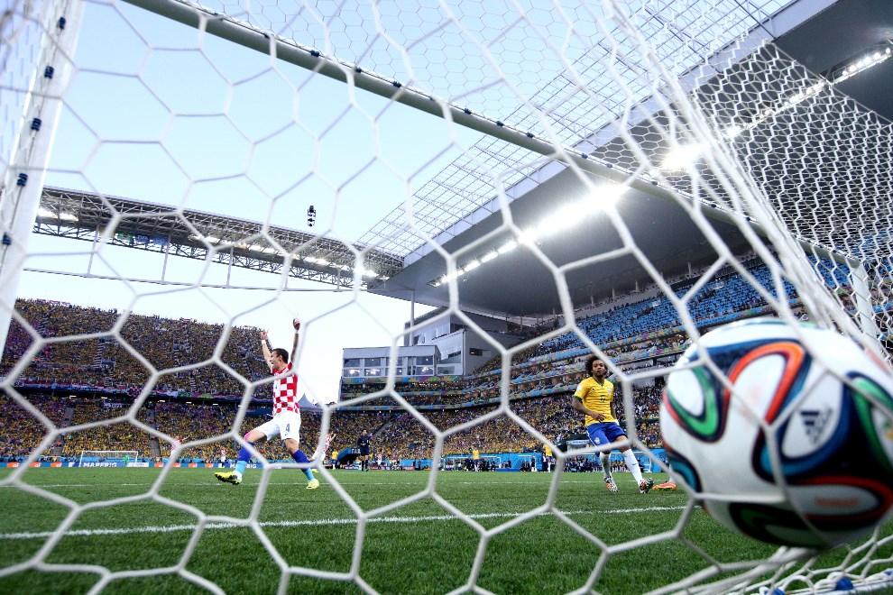 4.BRAZYLIA, Sao Paulo, 12 czerwca 2014: Chorwat Ivan Perisic cieszy się z bramki zdobytej w meczu z Brazylią. (Foto: Adam Pretty/Getty Images)