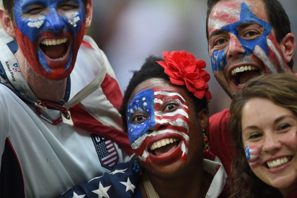5.BRAZYLIA, Manaus, 22 czerwca 2014: Amerykańscy kibice podczas meczu USA – Portugalia. AFP PHOTO / FRANCISCO LEONG