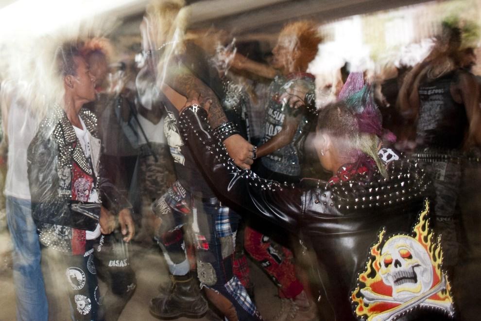 6.MJANMA, Rangun, 12 kwietnia 2014: Koncert muzyki punk. AFP PHOTO / YE AUNG THU