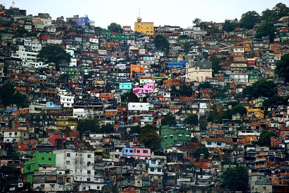 7.BRAZYLIA, Rio de Janeiro, 9 czerwca 2014: Widok na fawelę Rocinha. (Foto: Richard Heathcote/Getty Images)