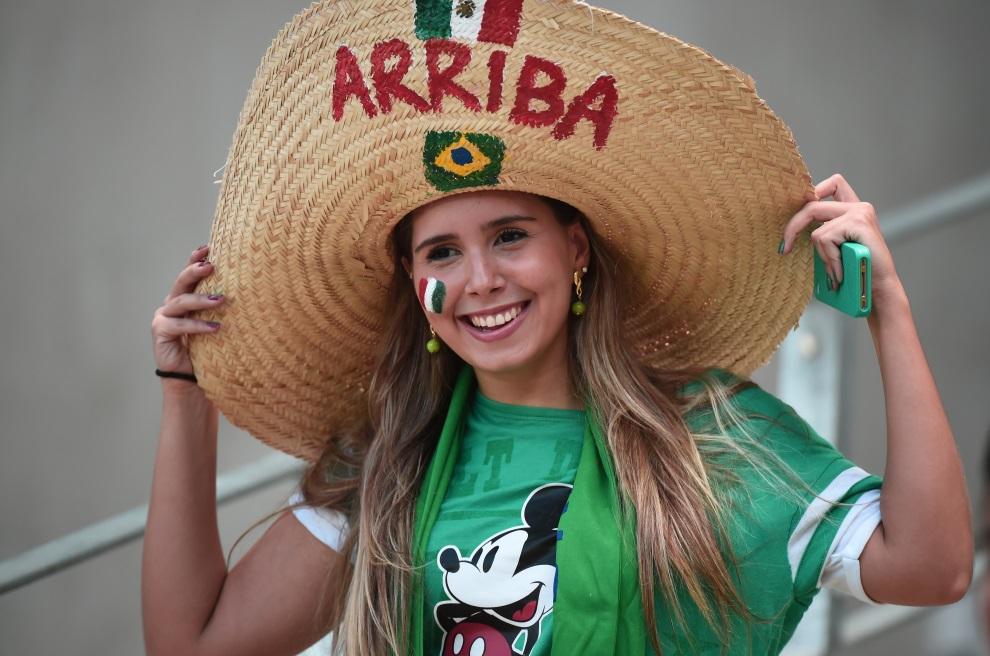 8. BRAZYLIA, Fortaleza, 29 czerwca 2014: Meksykańska kibicka na Castelao Stadium. AFP PHOTO / DAMIEN MEYER