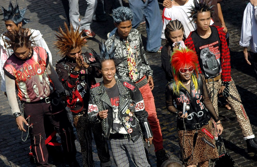 8.MJANMA, Rangun, 13 kwietnia 2014: Uczestnicy obchodów festiwalu Songkran. AFP PHOTO/ KHIN MAUNG WIN