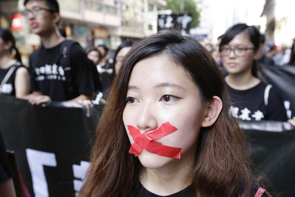 8.CHINY, Hongkong, 1 czerwca 2014: Aktywiści z ugrupowań demokratycznych podczas marszu w rocznicę manifestacji na placu Tiananmen. (Foto: Jessica Hromas/Getty   Images)