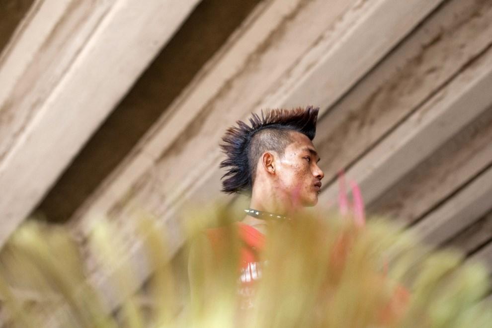 9.MJANMA, Rangun, 12 kwietnia 2014: Mężczyzna uczestniczący w obchodach festiwalu Songkran. AFP PHOTO / YE AUNG THU