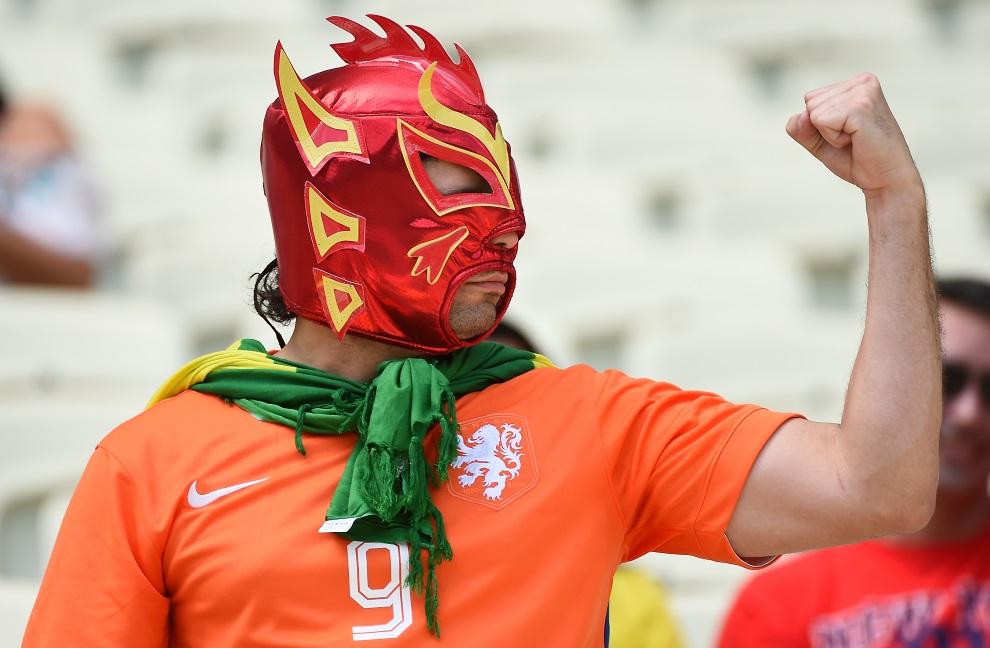 9. BRAZYLIA, Fortaleza, 29 czerwca 2014: Holenderski kibic w masce luchadora. AFP PHOTO / EMMANUEL DUNAND