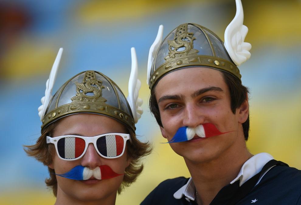 10.BRAZYLIA, Rio de Janeiro, 4 lipca 2014: Francuscy kibice przed meczem Niemcy – Francja. AFP PHOTO / YASUYOSHI CHIBA