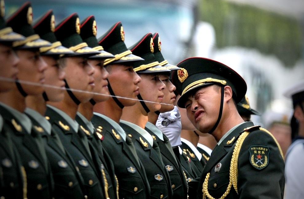 12.CHINY, Pekin, 27 czerwca 2014: Przygotowania do powitania premiera Mjanmy. AFP PHOTO / WANG ZHAO