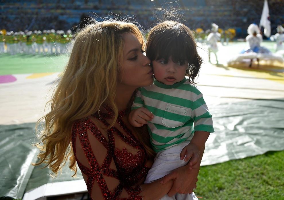 14.BRAZYLIA, Rio de Janeiro, 13 lipca 2014: Shakira z synem w ostatnim dniu mundialu. AFP PHOTO / ODD ANDERSEN