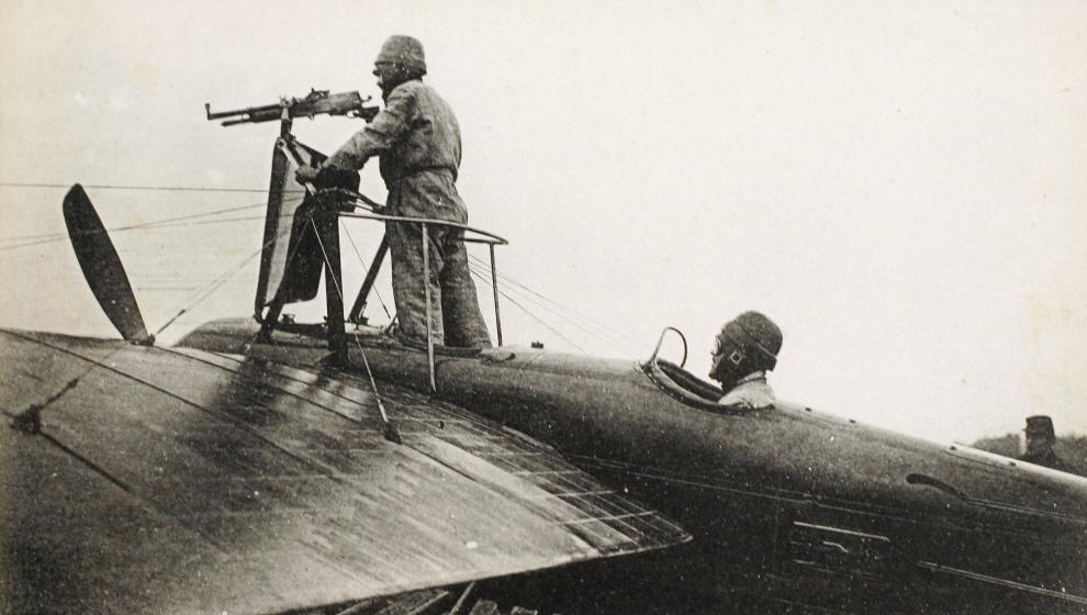 15.FRANCJA, 1914: Francuski samolot wraz z załogą. AFP PHOTO