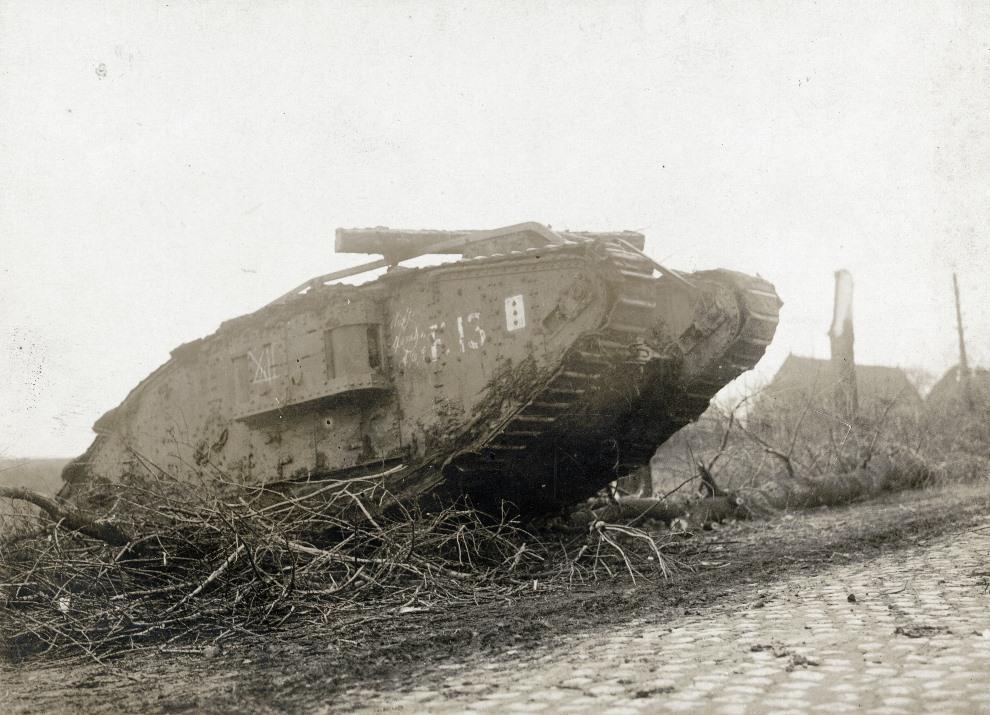 19.FRANCJA: Brytyjski czołg Mark I. AFP PHOTO