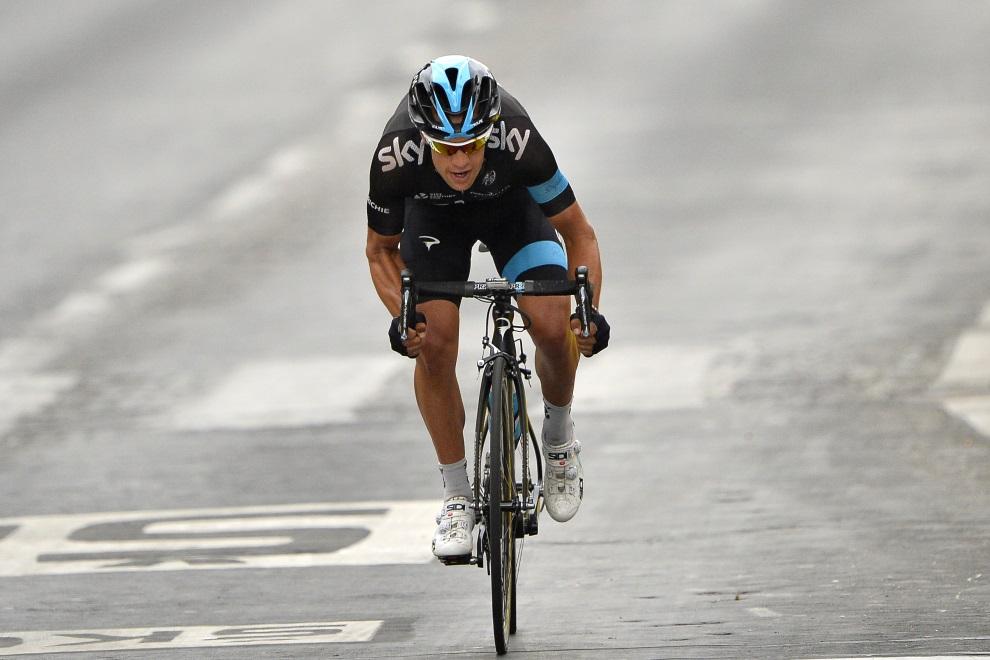 1.FRANCJA, Paryż, 27 lipca 2014: Richie Porte na trasie ostatniego etapu Tour de France. AFP PHOTO / LIONEL BONAVENTURE
