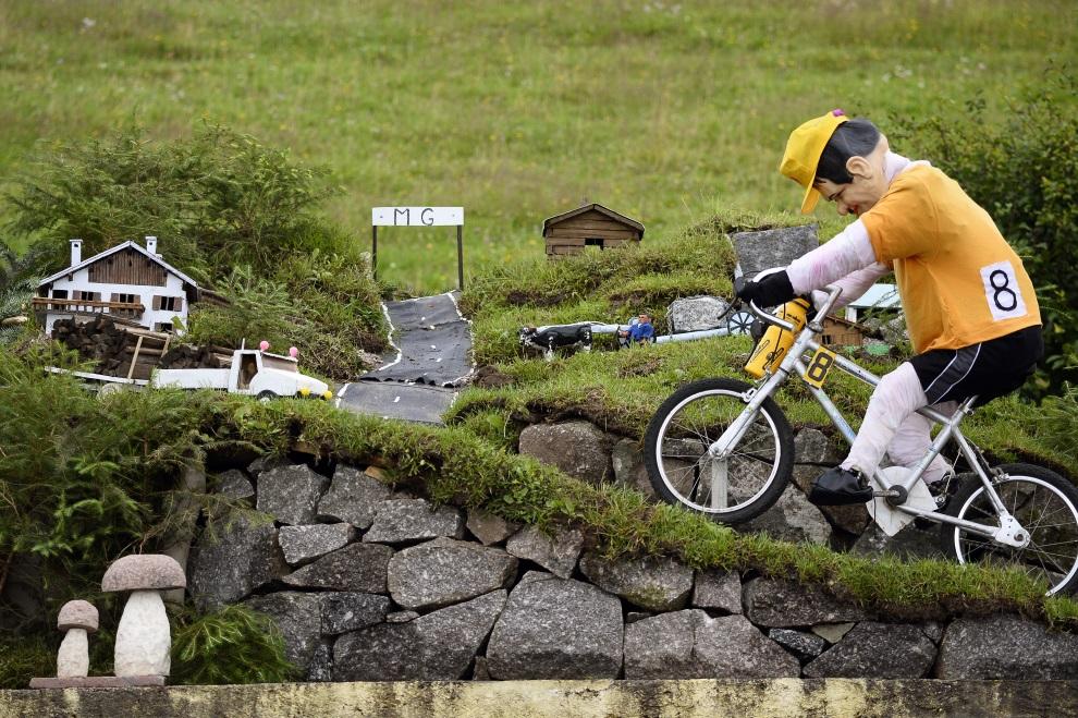 23.FRANCJA, Gérardmer, 13 lipca 2014: Instalacja na starcie 9. etapu TDF. AFP PHOTO / LIONEL BONAVENTURE