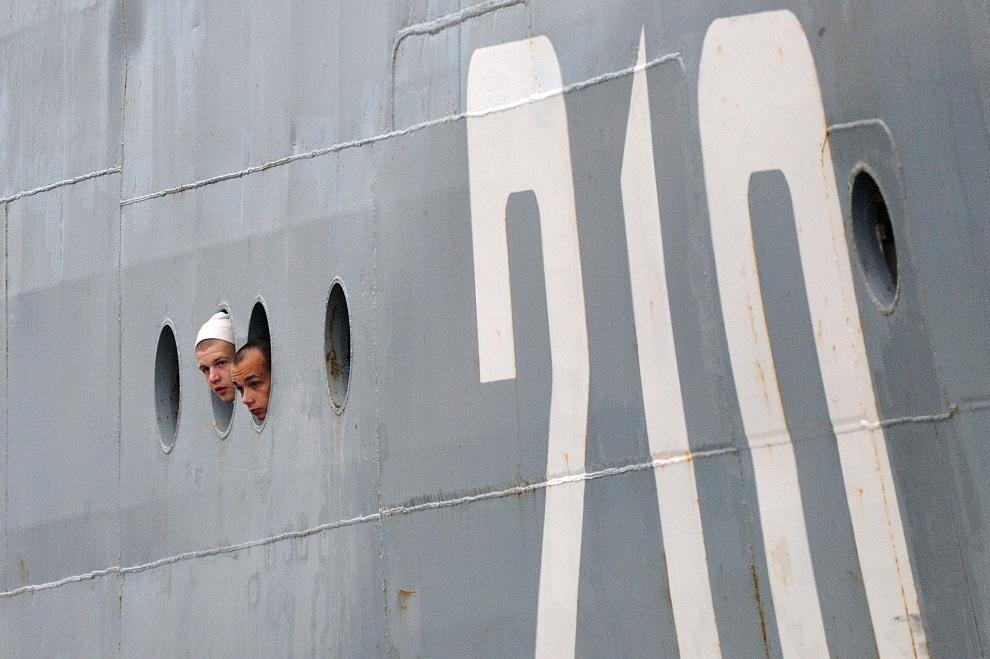 23.FRANCJA, Saint-Nazaire, 20 czerwca 2014: Rosyjscy marynarze podczas szkolenia we Francji. AFP PHOTO / JEAN-SEBASTIEN EVRARD
