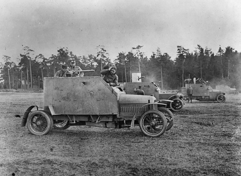 24.1916: Opancerzony Peugeot używany przez Belgijską armię. (Foto: Topical Press Agency/Getty Images)