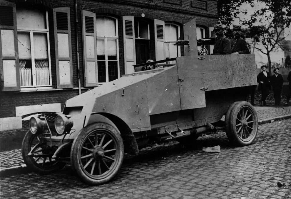 25.1915: Francuski samochód pancerny z gniazdem karabinu maszynowego. (Foto: Hulton Archive/Getty Images)