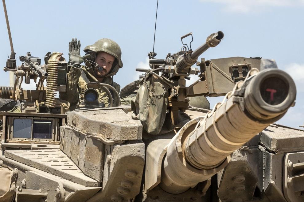 28.IZRAEL, (pogranicze), 14 lipca 2014: Izraelska Merkava na posterunku granicznym pomiędzy Izraelem i Strefą Gazy. AFP PHOTO / JACK GUEZ