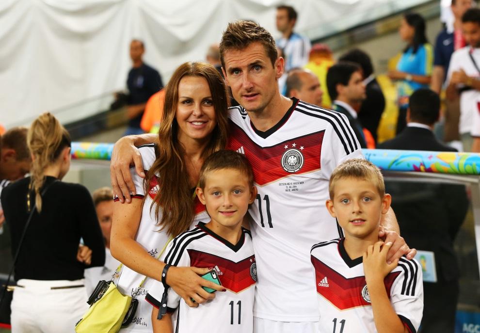 28.BRAZYLIA, Rio de Janeiro, 13 lipca 2014: Miroslav Klose pozuje do zdjęcia razem z rodziną. (Foto: Martin Rose/Getty Images)