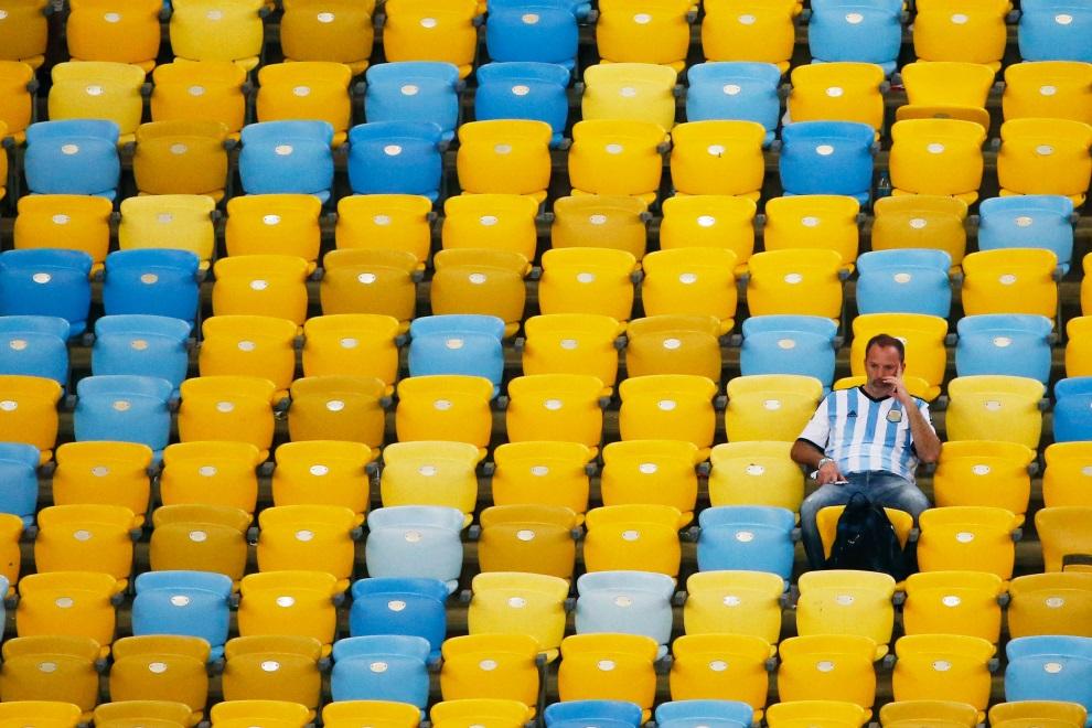 29.BRAZYLIA, Rio de Janeiro, 13 lipca 2014: Kibic Argentyny po zakończonym meczu finałowym. (Foto: Jamie Squire/Getty Images)